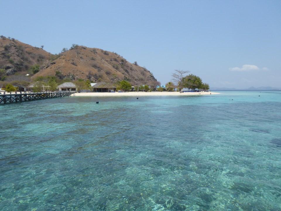 Komodo Islands Travel Guide - Kanawa Island showing beach and water