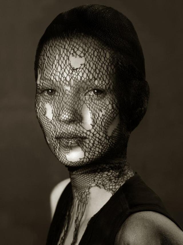 'Kate Moss Netting' Satoshi Saikusa