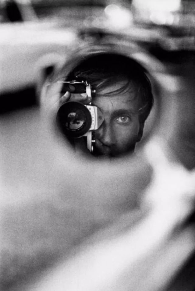 12. In Mirror:Jeanloup Sieff.jpg