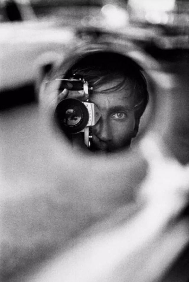 12. In Mirror:Jeanloup Sieff.jpg
