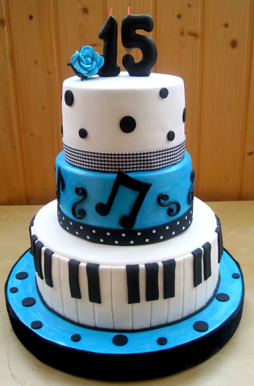 15Th Birthday Cakes Blue Quinceanera Cake Ideas Pastel Blue And White Cake With
