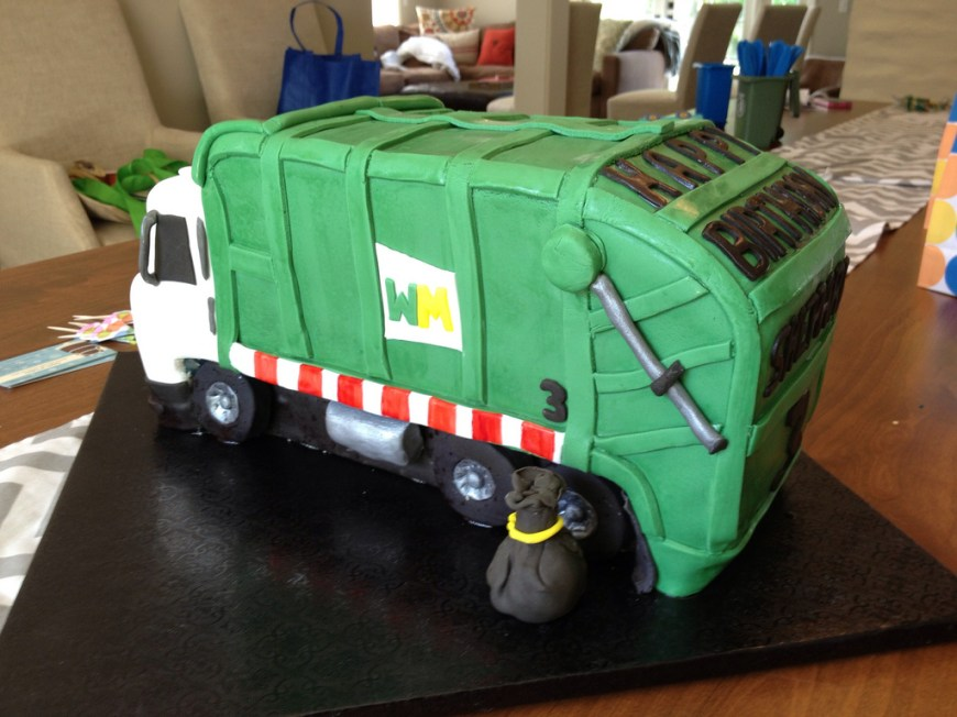 Truck Birthday Cake Garbage Truck Birthday Cake I Was Asked To Make A Garbage Flickr