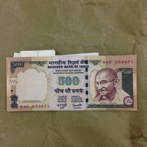 500 Rupee (demonetized) facsimile wallet: India, Items Assembled