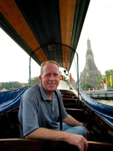 Taking a long tail boat to Wat Arun