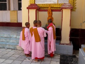 Novice Buddhist nuns at Mahamuni Pagoda