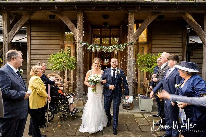 -The-Oak-Tree-Of-Peover-wedding-photographer-|--The-Oak-Tree-Of-Peover-wedding-photography-|-Manchester-wedding-photographer-17.jpg