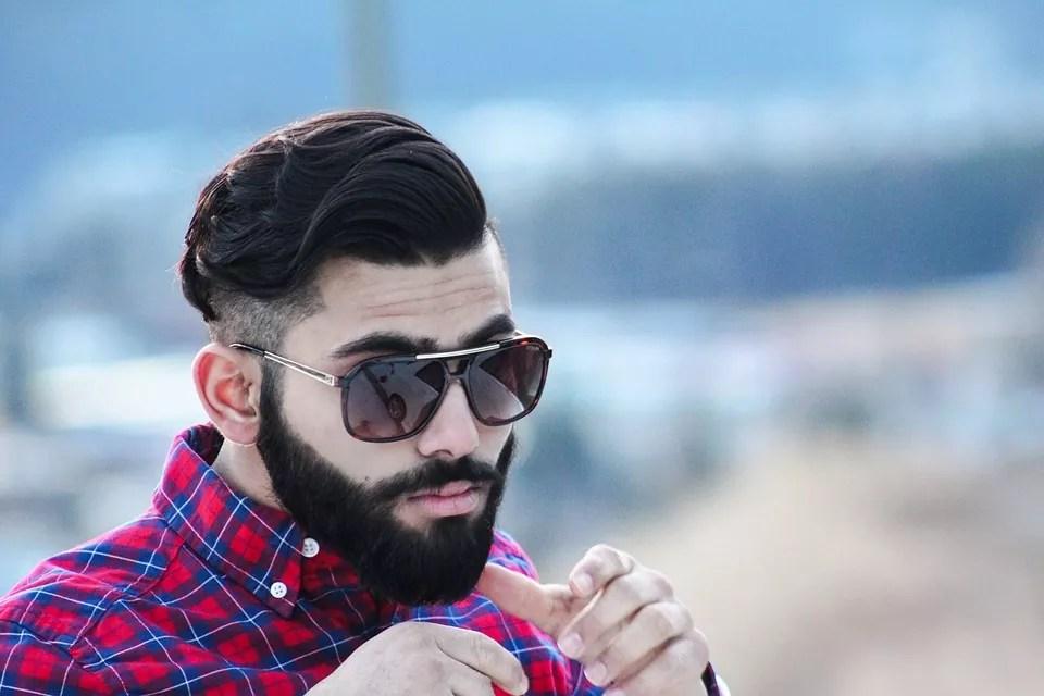 Czym układać włosy męskie? Obszerny poradnik (pomady)