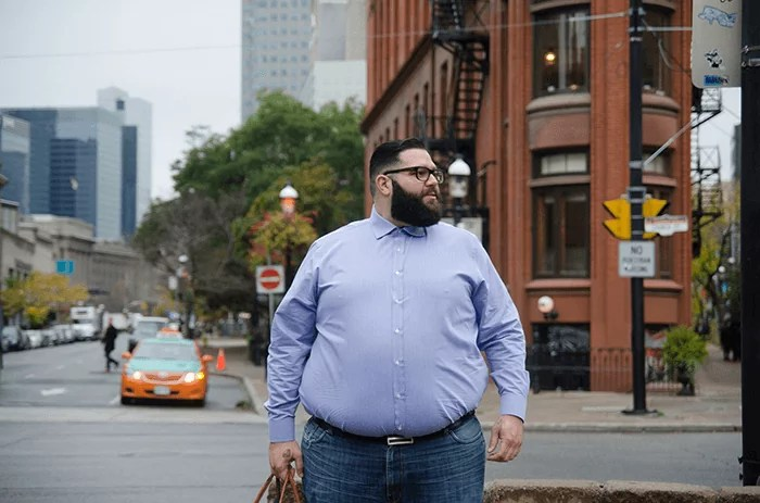Jak powinien ubierać się otyły mężczyzna?