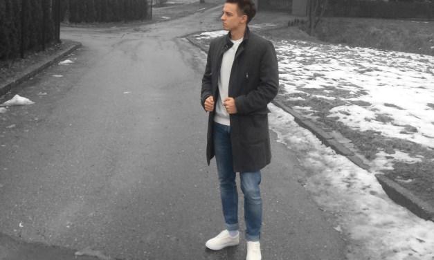 Szary płaszcz + niebieskie dżinsy. Męska Stylizacja