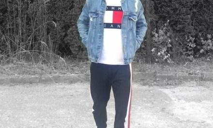 Kurtka Jeansowa + T-Shirt Tommy Hilfiger – Męska Stylizacja w stylu Lat 90.