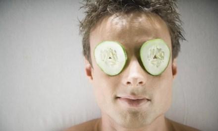 Worki pod oczami u mężczyzn – domowe sposoby na ich likwidację