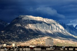 La montagne depuis les toits de Grenoble.