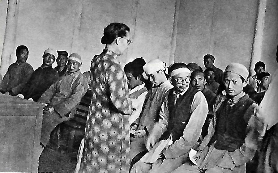 Gladys Aylward reads a Bible Story to convicts at Chengtu