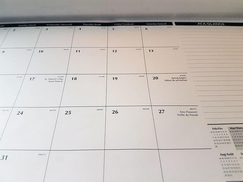 Staples desktop calendar pad