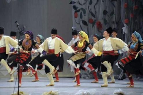 Kolo, uma dança popular entre os povos eslavos (Foto: Reprodução)