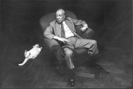 Foto se tornou uma das mais emblemáticas do escritor (Acervo: Jorge Luis Borges)