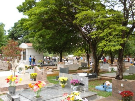 I was in the Municipal Cemetery of Alto Paraná talking to a stranger named Noah (Photo: David Arioch)