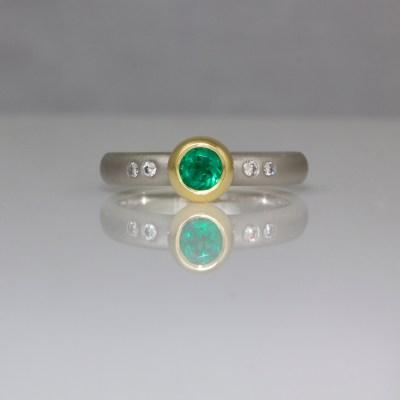 Emerald 18ct gold platinum ring