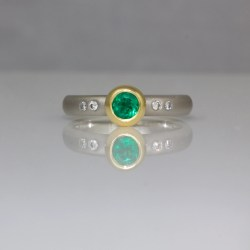 Emerald 18ct gold platinum ring