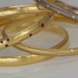 contemporary gold bangle