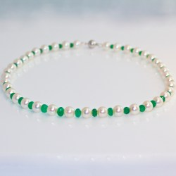 Contemporary emerald pearl necklace