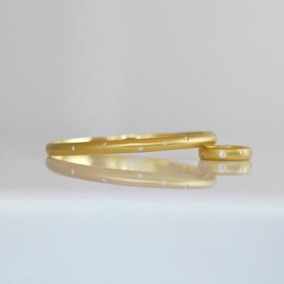Contemporary 18ct gold bangle with flush set diamonds
