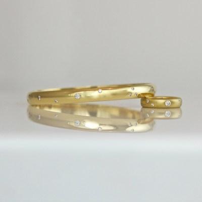 18ct gold bangle random size & spacing diamonds flush set