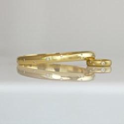 flush set diamond gold bangle