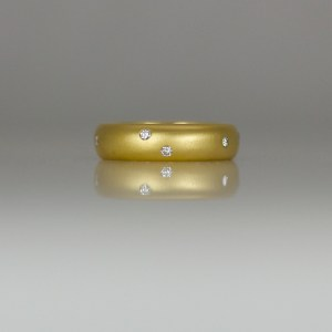 Flush set random diamonds in 18ct yellow gold.