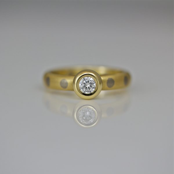 Brilliant cut diamond rub-over set 18ct gold ring with dots
