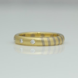 Modern mixed gold ring 0715 David Ashton