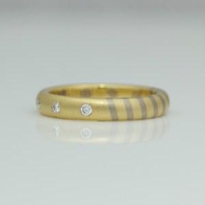 Modern mixed gold ring 0715 David Ashton