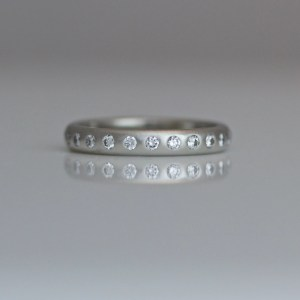 Platinum ring with evenly flush set 24 diamonds 0869