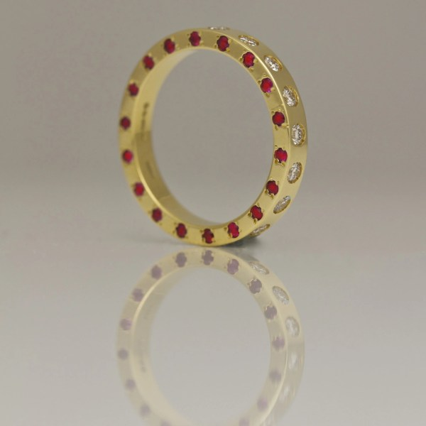 Rubies & diamonds set on three edges in yellow gold ring