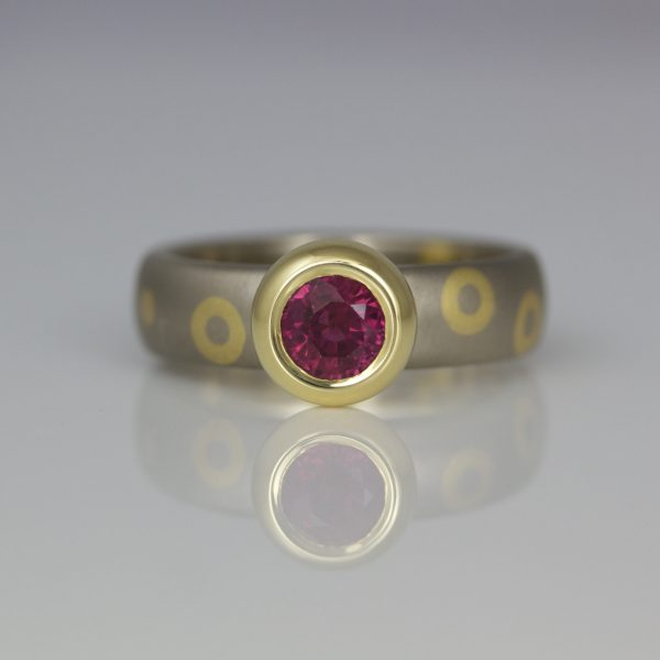 Modern yellow & white gold ruby ring rub-over set, with dots & circles 0966