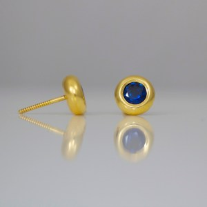 Perfect sapphire in 18ct gold ear-studs