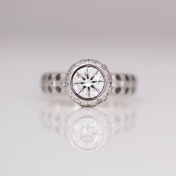 Modern diamond solitaire in platinum