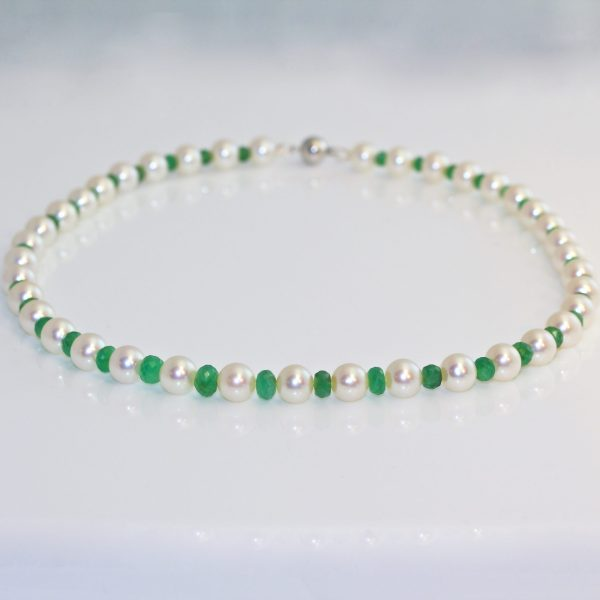 Faceted emerald & pearl necklace.
