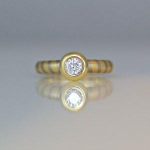 Modern diamond solitaire 18ct diagonal stripe ring 0819