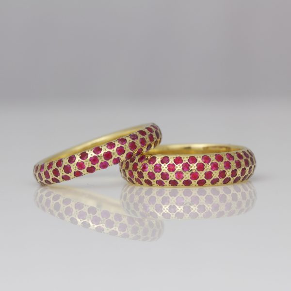 Rubies pave' set in 18ct yellow gold.