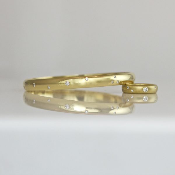 18ct gold bangle with random size & spacing diamonds flush set