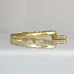 18ct gold bangle with random size & spacing diamonds flush set