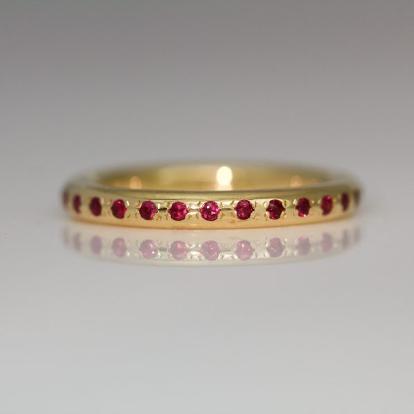 Round profile ring with rubies 1027