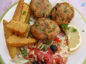 Assorted fried goods. With tomato and onion.