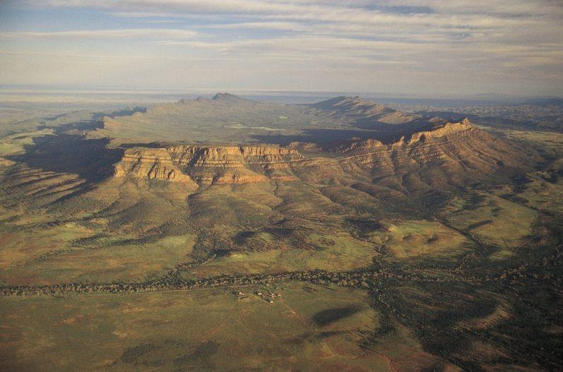 australia_sa_flinders_ranges_national_park_wilpena_pound_d8260a8d73ab4d4aa0178741e0783ee8