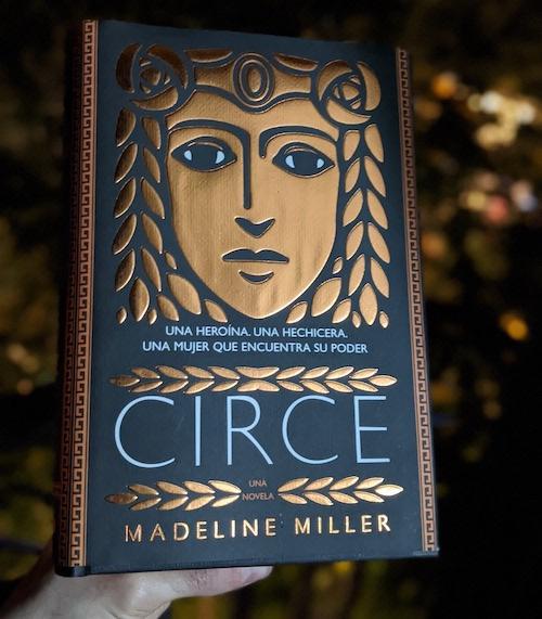 Portada de Circe de Madeline Miller, de noche