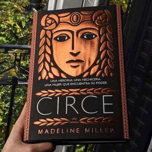 Portada del libro Circe de Madeline Miller de día