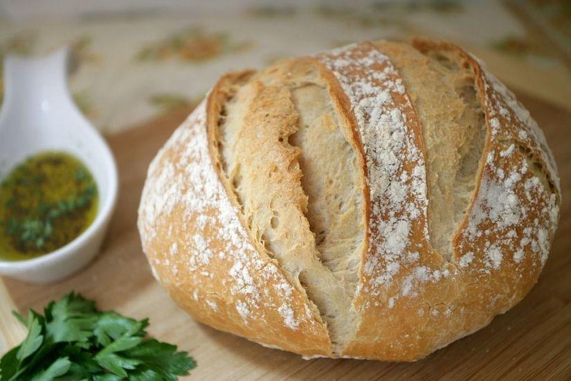 Pan crujiente recién salido del horno