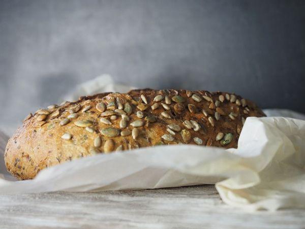 Pan cubierto de semillas de girasol y de calabaza