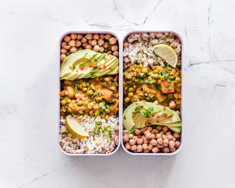 plato combinado con cereal, legumbre y verduras